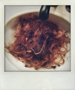Bill Kaulitz rasiert sich den Kopf