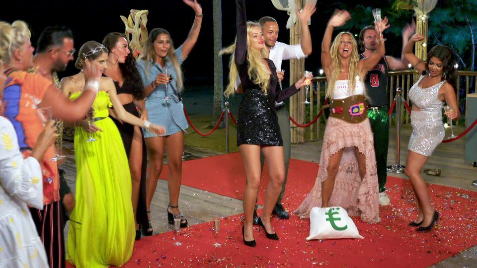 Cathy Hummels mit den drei Finalisten Loona, Andrej und Claudia