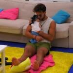 Yasin beruhigt Baby