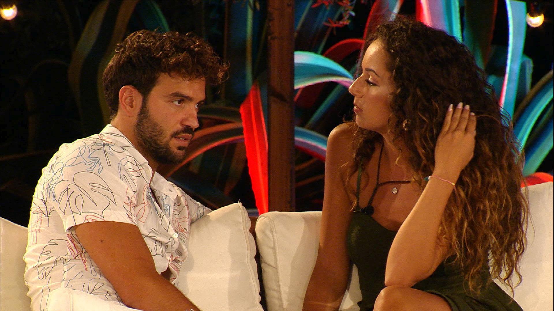 Vivien erhält Nachricht. Couples müssen entscheiden, wer bleiben soll.