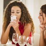 Die Mädels bekommen eine Nachricht der Granaten