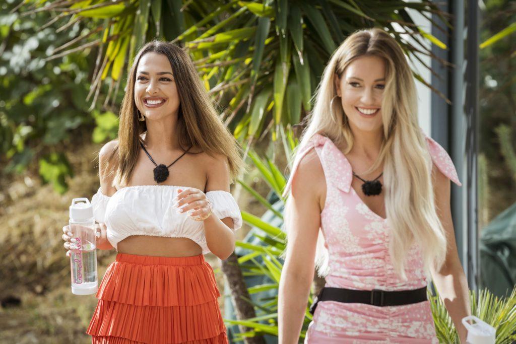 Love Island 2020 Tag 4 - Geraldine und Pia auf dem Weg zum Date mit Tim