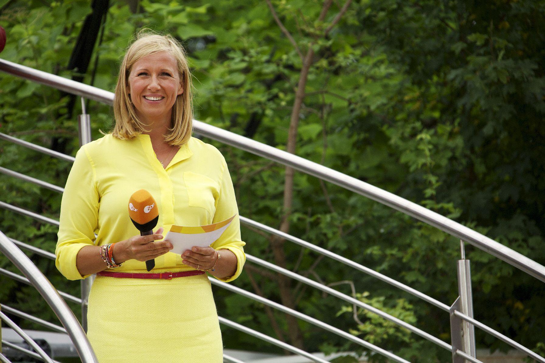 Andrea Kiewel moderiert sonntags den ZDF Fernsehgarten