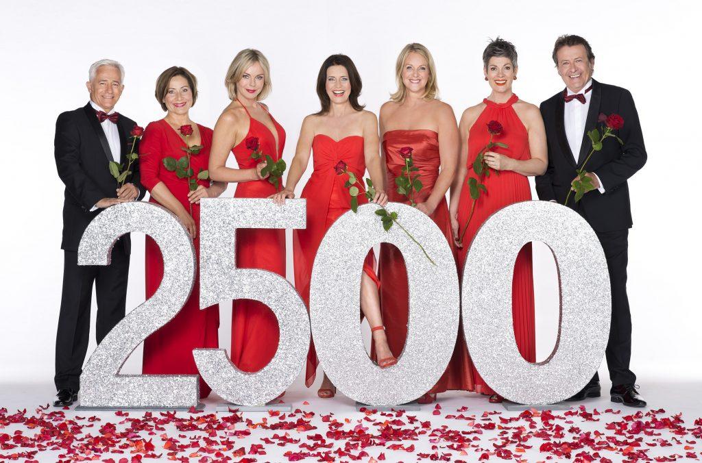 """Die ARD-Telenovela """"Rote Rosen"""" feiert die 2500. Folge mit einem Gipfeltreffen der """"Rosen""""-Stars"""