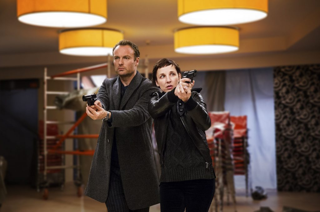 Verfolgung am leeren Flughafen BER: Nina Rubin (Meret Becker) und Robert Karow (Mark Waschke).